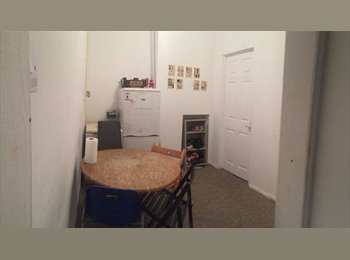 EasyRoommate UK - Amazing single room Stepney Green - Whitechapel, London - £540 pcm