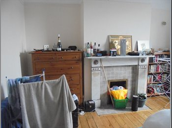 EasyRoommate UK - One bedroom available in a lovely 6 bedroom house share. - Heaton, Newcastle upon Tyne - £380 pcm