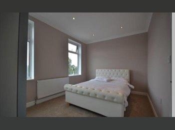 EasyRoommate UK - MODERN NEWLY REFURBISH HOUSE SHARE, Walthamstow - £630 pcm