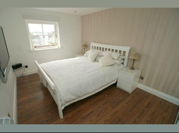 EasyRoommate UK - Double Room in Modern City Center Flat - Ideal for Student/Postgrad - Glasgow Centre, Glasgow - £450 pcm
