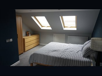 (Mon - Fri) Large loft room in recently modernised...