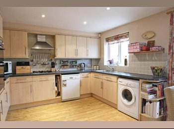 DOUBLE ENSUITE CLOSE TO TOWN