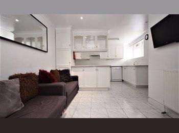 EasyRoommate UK - **Double Rooms available in Laindon/Basildon**, Basildon - £477 pcm