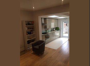 EasyRoommate UK - Nice Double Room in Edmonton, Ponders End - £600 pcm