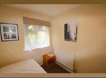 EasyRoommate UK - SINGLE room available now, Wellingborough - £280 pcm
