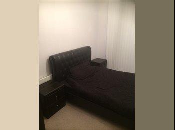 En-suite double room in new build apartment