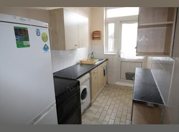 EasyRoommate UK - Large Double Room to Rent, Green Lane Dagenham - 0.5 miles from Goodmayes station , London - £500 pcm