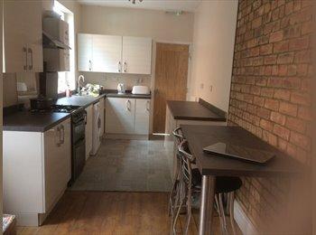 Big size Double bedroom in Abington with en-suite for...