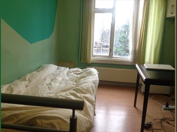 large single and double room in croydon