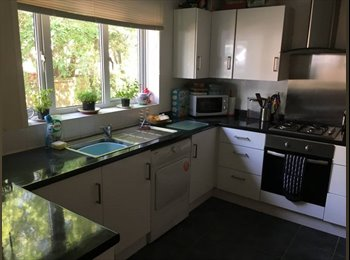 EasyRoommate UK - Large double bedroom available in lovely house, Northampton - £320 pcm