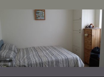 EasyRoommate UK - Double room in lovely house , Crawley - £620 pcm