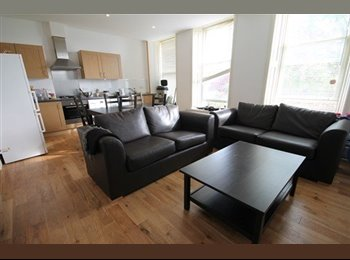 Rooms available in modern 5 bed apartment!