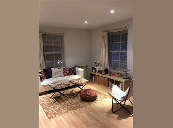 EasyRoommate UK - Friendly modern and dpacious flat in Cente of Chichester, Chichester - £620 pcm