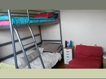 EasyRoommate UK - Room in 1960s flat 15 minutes from Bath centre, Bath - £400 pcm