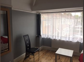 Double Room for rent in Hayes End