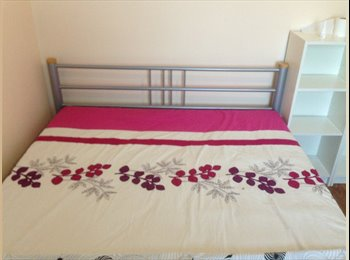 1 double room available for rent