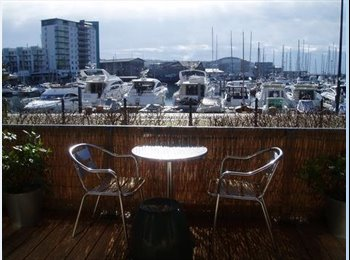 EasyRoommate UK - 2 Rooms in Beautiful Waterfront Apartment Bills Included. Suit Post Grad or Mature Students, Plymouth - £450 pcm