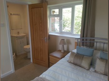 EasyRoommate UK - Beautiful double room in newly refurbished Houseshare, High Wycombe - £650 pcm