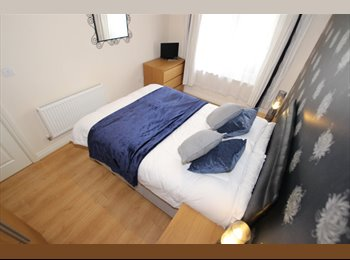 EasyRoommate UK - Spacious Double Room in a House share , Reading - £475 pcm