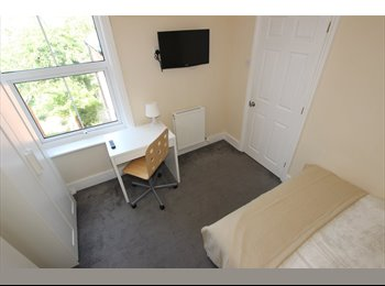 EasyRoommate UK - Remarkable Room in a House Share , Reading - £500 pcm