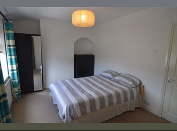 EasyRoommate UK - Double Room in a Professional House Share, Bristol - £425 pcm