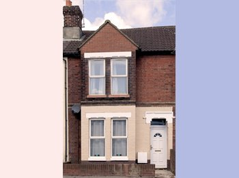 EasyRoommate UK - 6 Double Bedroomed Victorian House for Professionals, Eastleigh - £550 pcm