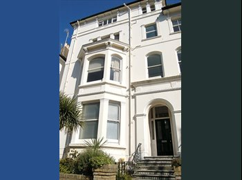 EasyRoommate UK - Double room in lovely spacious flat.Great location, Hove - £650 pcm