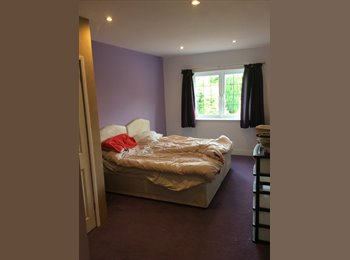 EasyRoommate UK - big double room, Royston - £450 pcm
