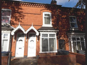 EasyRoommate UK - Lovely large attic double room. New bed and furniture!, Birmingham - £390 pcm