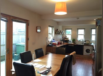 EasyRoommate UK - Fantastic Double Rooms Available in Large Headington House £530 - 575, Oxford - £530 pcm
