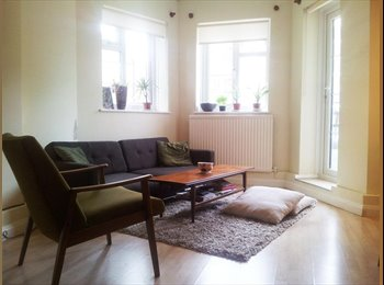 SHORT LET - Large double room available in Mile end (23/12...