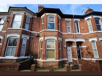 Spacious Double bedrooms available in a 6 Bed property...