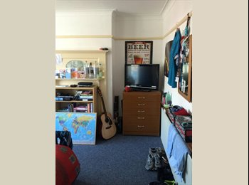 EasyRoommate UK - Room Close to Southampton Uni Campus available from September!!, Southampton - £369 pcm