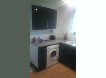 EasyRoommate UK - 3 rooms in one flat 10 mins walk from city centre, Chelmsford - £425 pcm