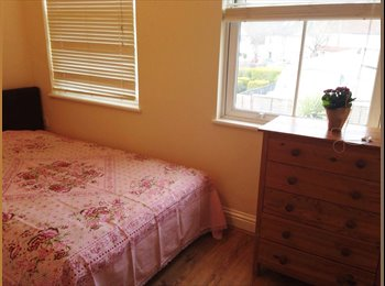 EasyRoommate UK - Nice clean double room in Cheam, GBP450, Sutton - £450 pcm