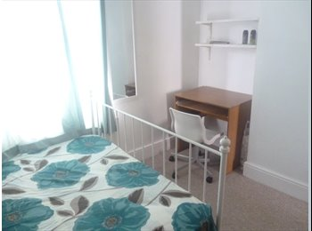 A DOUBLE ROOM IN EAST CROYDON