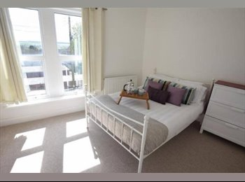 EasyRoommate UK - 3 bright doubles in renovated period house, Portishead - £499 pcm