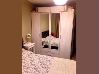 Lovely double room, modern quiet 2 bed (with cat)