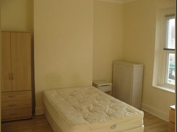 EasyRoommate UK - Large double room available in 4 bedroom house share, Grangetown - £350 pcm