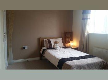 EasyRoommate UK - Fresh, Clean Rooms for Rrent, Swindon - £400 pcm