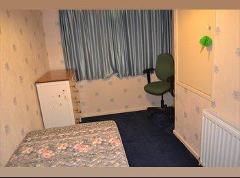 EasyRoommate UK - room, Crawley - £340 pcm