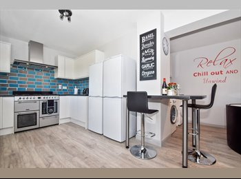 EasyRoommate UK - Double room with en suite available in a brand new refurbished house, Ashford - £710 pcm