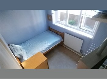Cosy room in excellent E1 location