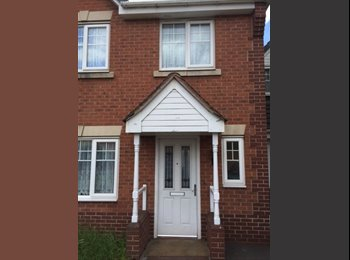 2 Double Rooms available in 5 bed modern house nr Smethwick...