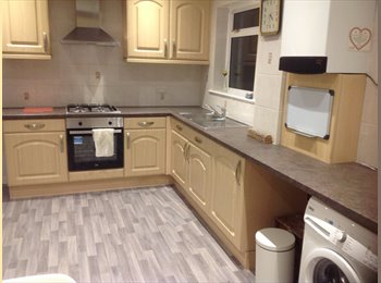 EasyRoommate UK - Double room in House Share Zone 3, Norbury - £650 pcm