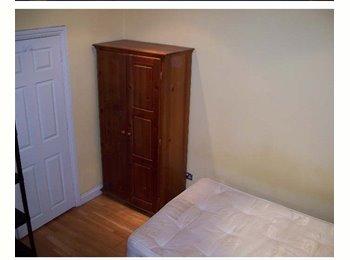 Large Single En-Suite Room