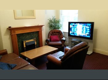 Double room in shared house £270 per month all bills...