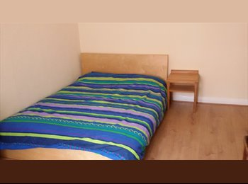 DOUBLE ROOM IN LOVELY QUIET AREA