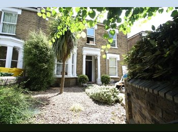 EasyRoommate UK - A Selection of Furnished Rooms/Bedsits - Suitable for Professional Workers/Couples, Staines-upon-Thames - £850 pcm