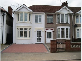 EasyRoommate UK - Very Nice DOUBLE Room  Fully Furnished, Great Heath - £345 pcm